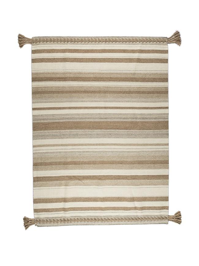 Tapis varanassi fine stripe noir tissage kilim ray noir et cr me en laine for Tapis raye noir beige
